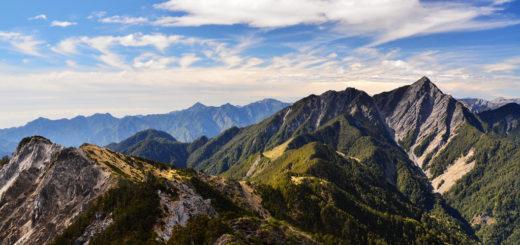 [南湖群峰]不要仰看一望無際的頂峰,你只需看著眼前這一步。by 雪巴嚮導 @飯糰五號的旅遊狂想+
