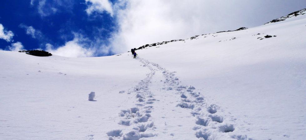 雪山主峰,白色之戀,忘了帶煉乳的雪山圈谷 @飯糰五號的旅遊狂想+