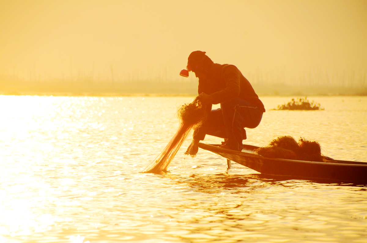 萊茵湖,Inle Lake的時尚,獨腳漁夫、千年柚木橋與夢幻晨霧