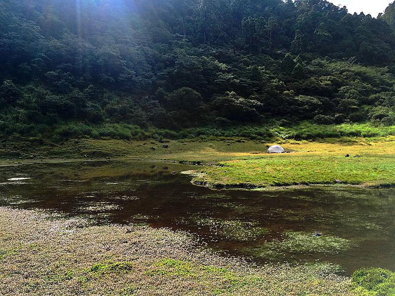 [秘境]兩個人、七隻山羌在松蘿湖遇見莫內印象。