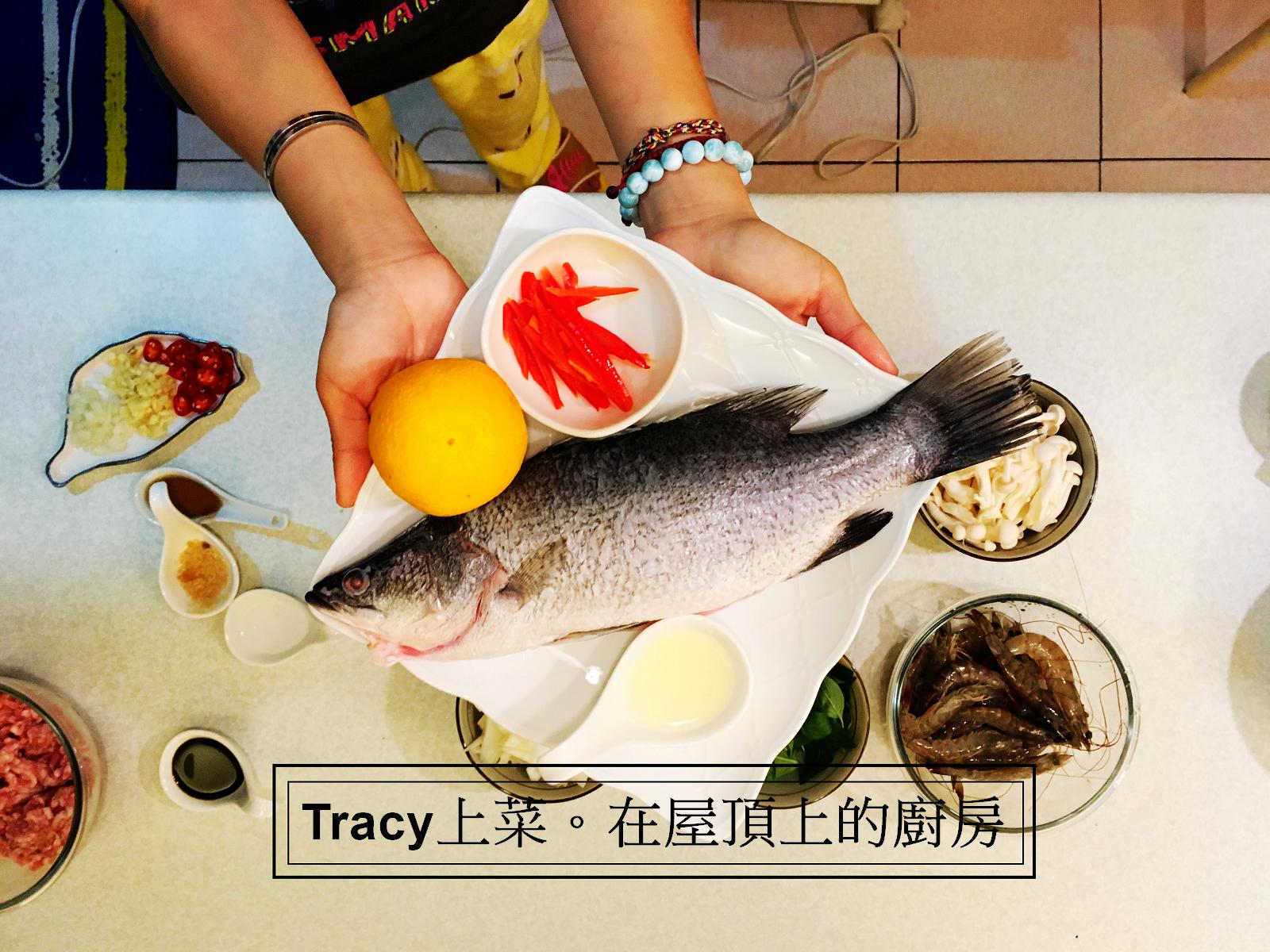 食譜∣泰式打拋豬 x 泰式檸檬魚 x 炸香蕉,在屋頂上的廚房。
