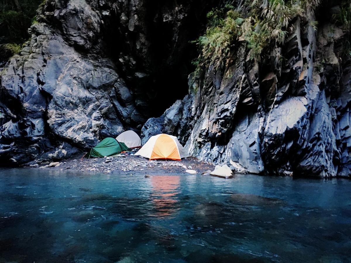 [溫泉]深山裡的秘境,翡翠般的栗松溫泉,我卻摔個鼻青臉腫,特此紀錄。