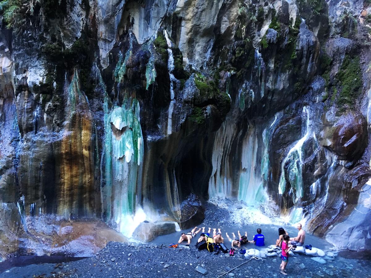 [溫泉]深山裡的秘境,翡翠般的栗松溫泉,我卻摔個鼻青臉腫,特此紀錄。 @飯糰五號的旅遊狂想+
