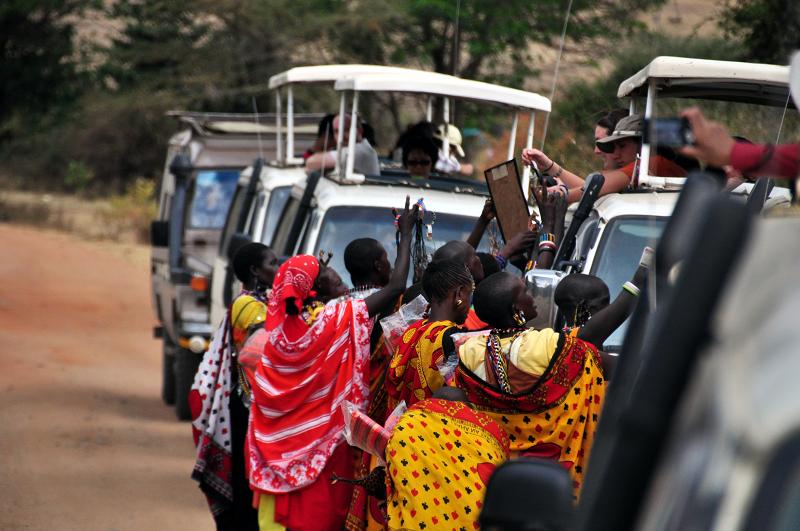 [肯亞]請繫好安全帶,獵遊小巴馬上出發 @飯糰五號的旅遊狂想+